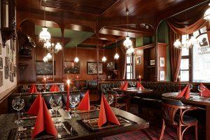 Hotel Excelsior Churchill's Pub