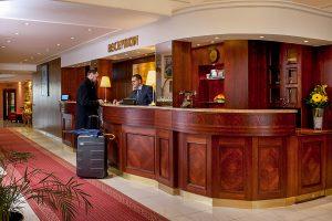 Chateau Monty SPA Resort Rezeption