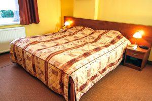 Kurhaus Kaja Bad Flinsberg, Polen: Doppelzimmer Bett