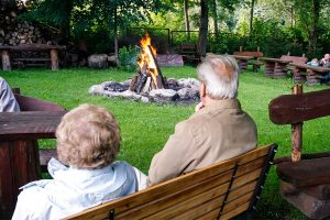Kurhaus Kaja Bad Flinsberg, Polen: Lagerfeuer im Garten