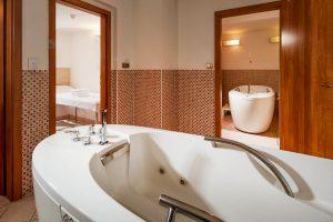 OREA SPA Hotel Palace Zvon Wanne