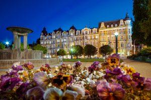 OREA SPA Hotel Palace Zvon Gebäude am Abend